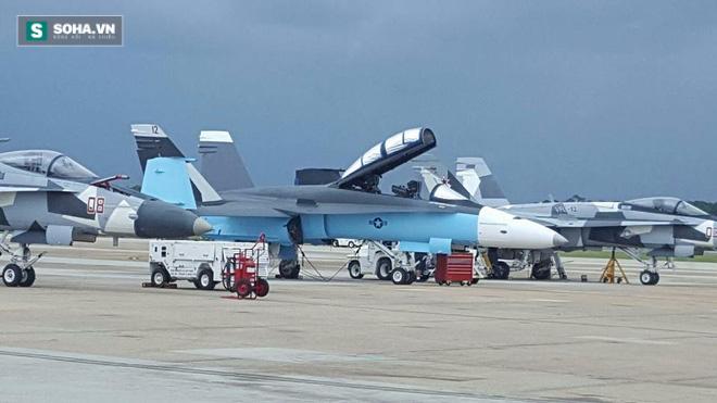 Bầu trời rực lửa: Tiêm kích Mỹ ngang nhiên giả dạng Không quân Nga! - Ảnh 1.