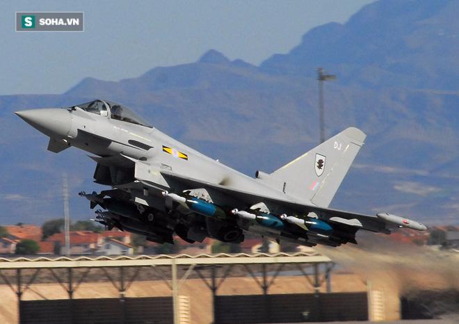 Tiêm kích EF-2000 Typhoon tập hậu, thọc sườn để Su-30 rảnh tay diệt hạm! - Ảnh 2.