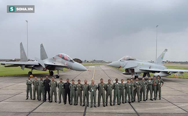 Tiêm kích EF-2000 Typhoon tập hậu, thọc sườn để Su-30 rảnh tay diệt hạm! - Ảnh 3.