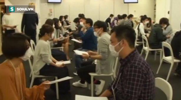 Trào lưu đeo khẩu trang đi hẹn hò cấp tốc nở rộ tại Nhật Bản - Ảnh 1.