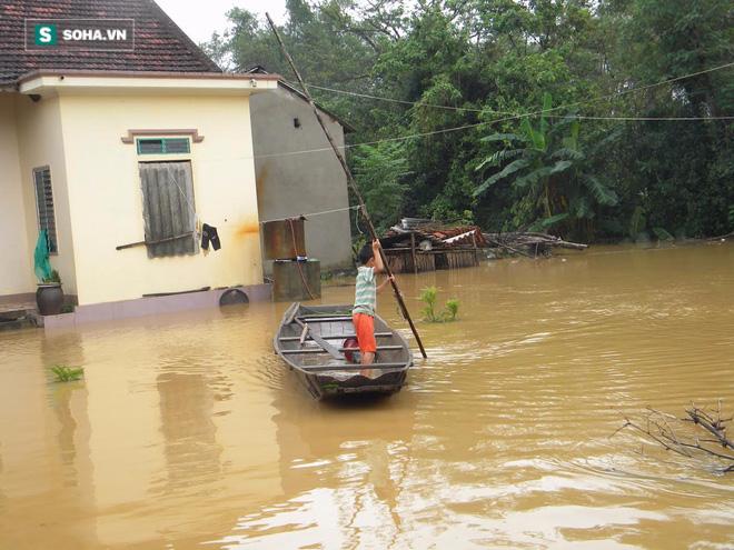Những bất ngờ chưa ai kể trong lũ lụt miền Trung - Ảnh 2.