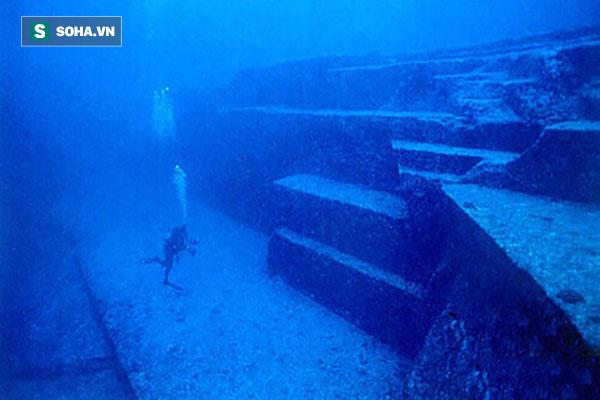 Tình cờ phát hiện ba kim tự tháp kỳ lạ dưới đáy biển Bồ Đào Nha - Ảnh 2.
