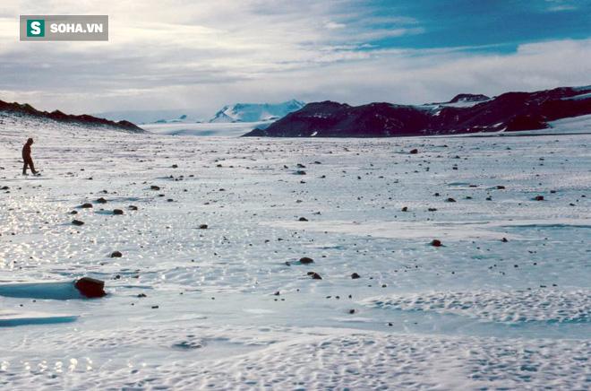Bí mật về hệ Mặt Trời rất có thể đang chìm sâu... 15cm ở Nam Cực - Ảnh 1.
