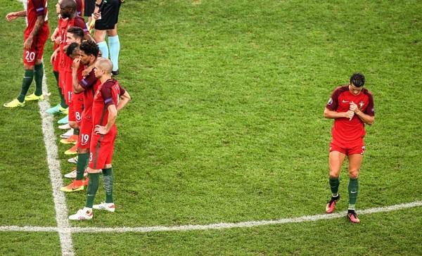CLIP: Hình ảnh về Ronaldo khiến NHM phì cười - Ảnh 3.