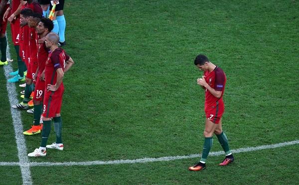 CLIP: Hình ảnh về Ronaldo khiến NHM phì cười - Ảnh 4.