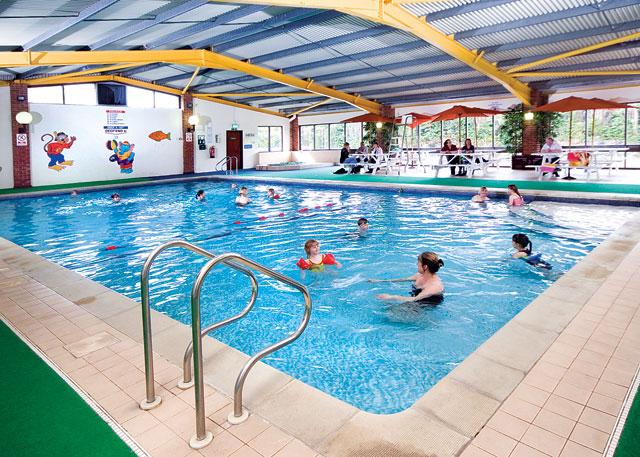 Đọc vị bể bơi nhiễm độc và cách tắm an toàn chốn công cộng - Ảnh 4.