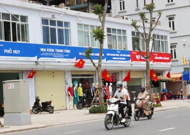 GS Châu khen Hà Nội có cố gắng trong vụ làm biển hiệu đồng bộ - Ảnh 1.
