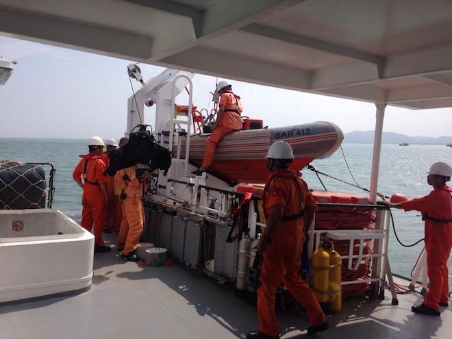 Đã tìm thấy xác tàu chở clinke chìm khi tránh lũ ở Quảng Bình - Ảnh 1.