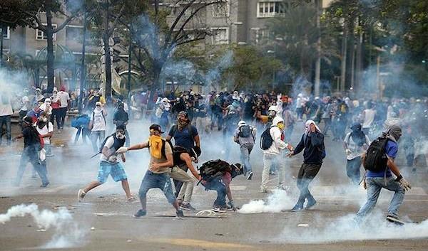 Cùng quẫn khiến dân Venezuela làm liều, cả nước chìm trong bất ổn - Ảnh 9.