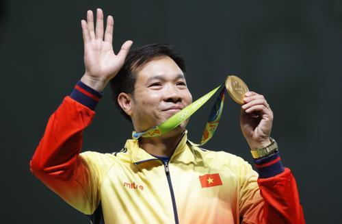 Báo Trung Quốc tặng quà đặc biệt cho Hoàng Xuân Vinh - Ảnh 2.