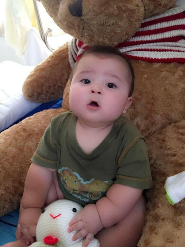 Cậu bé lai mũm mĩm khiến cộng đồng mạng phải chú ý trong diện mạo mới - Ảnh 2.