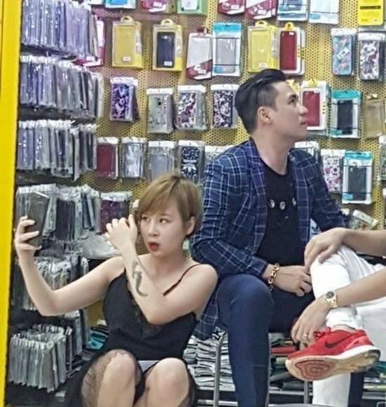 Cô gái hớ hênh chụp ảnh với Khánh Phương và chuyện Issac được đón tiếp quá trớ trêu - Ảnh 2.