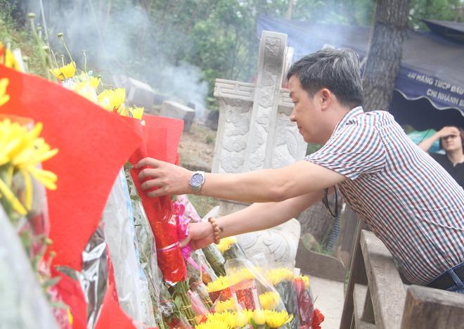 Nhiều người đội mưa đến dâng hương mộ Đại tướng trước ngày 27/7 - Ảnh 4.