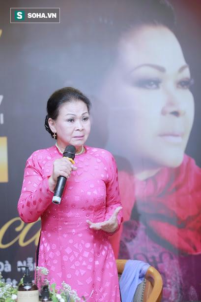 Danh ca Khánh Ly: Lúc đó, vì chưa đủ tuổi vào vũ trường, nên tôi bị cảnh sát bắt - Ảnh 3.