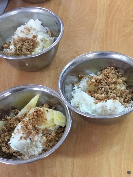 Hiệu trưởng Tiểu học Nam Trung Yên: Giữa Thủ đô HN không thể có bữa cơm như các bạn nhìn thấy! - Ảnh 1.