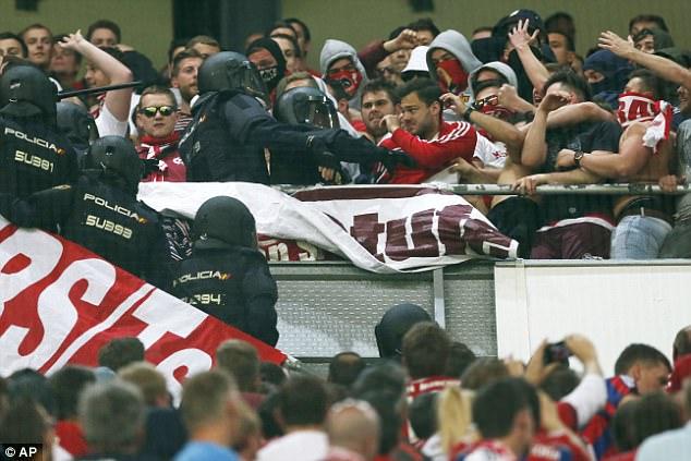 Thua đau Real, CĐV Bayern đại náo Bernabeu - Ảnh 2.