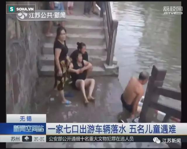 Xe lao xuống sông, bố mẹ khóc ngất vì được cứu, 5 đứa con không ai sống sót - Ảnh 1.