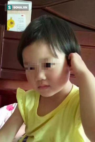 Bất cẩn trong lúc thi công, công nhân vô tình chôn sống bé 4 tuổi dưới mặt đường - Ảnh 1.
