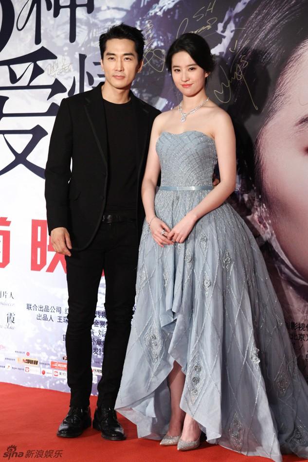 Song Seung Hun chia tay Lưu Diệc Phi để hẹn hò với mỹ nữ kém 14 tuổi? - Ảnh 1.