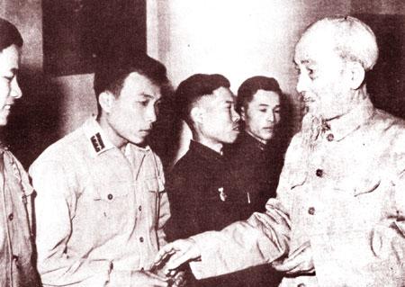 Công an nhân dân thực hiện lời dạy của Bác Hồ trong văn hóa ứng xử - Ảnh 4.