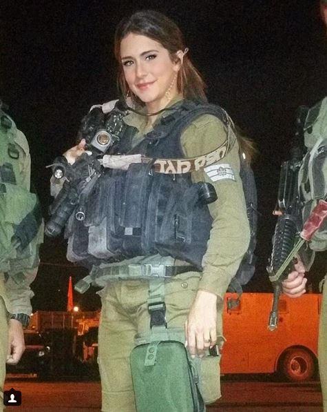 Vẻ sexy khó cưỡng bên cây súng của nữ binh sĩ Israel - Ảnh 1.