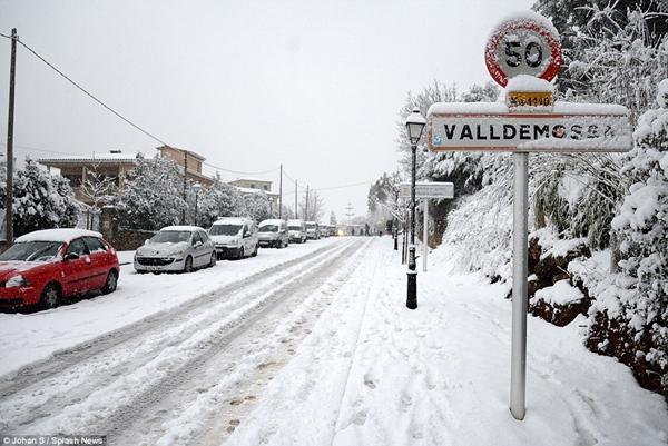 Những hình ảnh về đợt tuyết rơi dày nhất trong vòng 35 năm qua tại Tây Ban Nha - Ảnh 9.
