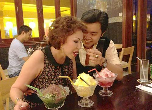 Giữa tin đồn chia tay, xem lại hình ảnh mặn nồng của Vũ Hoàng Việt với bạn gái tỷ phú U60 - Ảnh 8.