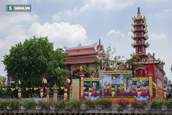 Sài Gòn rực rỡ mừng Đại lễ Phật Đản 2017 - Ảnh 15.