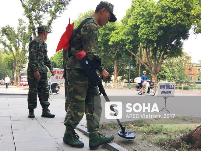 [ẢNH] Hà Nội khẩn trương chuẩn bị công tác an ninh đón Tổng thống Mỹ Donald Trump - Ảnh 6.