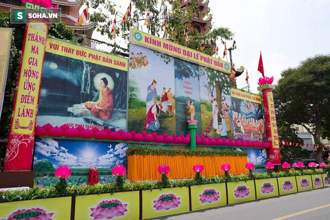 Sài Gòn rực rỡ mừng Đại lễ Phật Đản 2017 - Ảnh 16.
