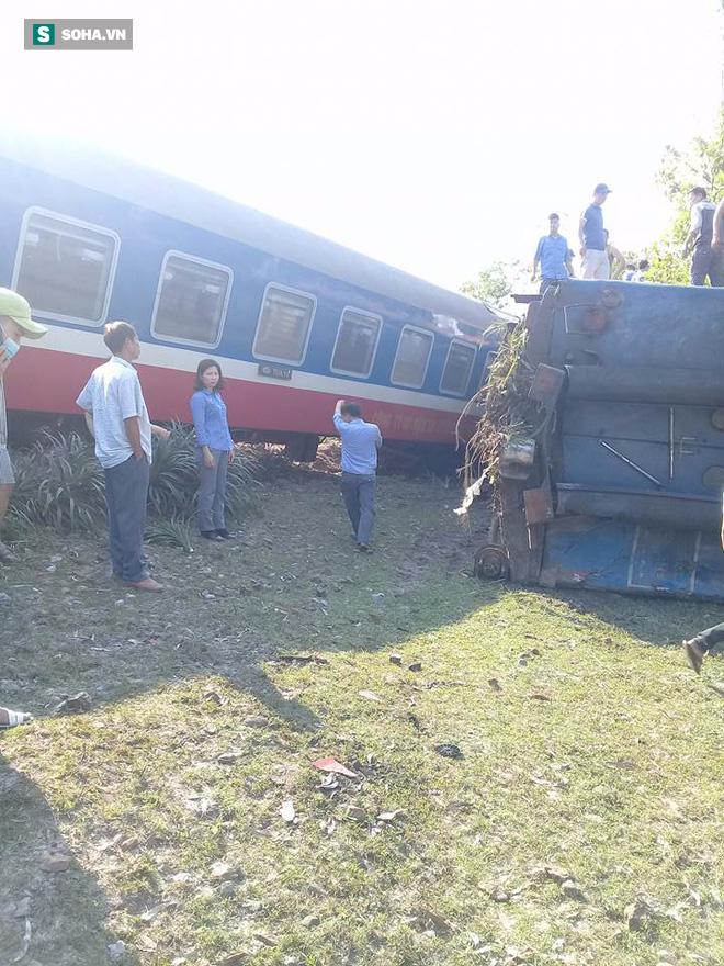 Hiện trường vụ tàu hỏa đâm ô tô tải, lật khỏi đường ray khiến 3 người thiệt mạng ở Huế - Ảnh 2.