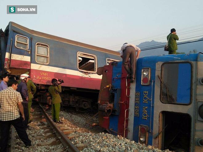 Hiện trường vụ tàu hỏa đâm ô tô tải, lật khỏi đường ray khiến 3 người thiệt mạng ở Huế - Ảnh 7.