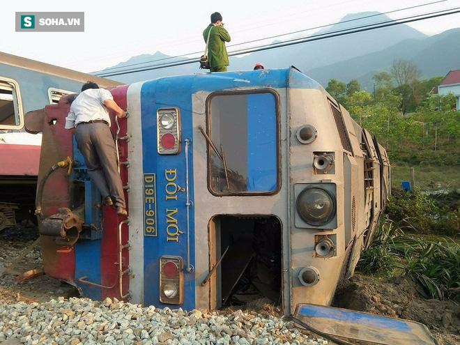 Hiện trường vụ tàu hỏa đâm ô tô tải, lật khỏi đường ray khiến 3 người thiệt mạng ở Huế - Ảnh 9.