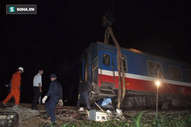 Hàng trăm người thức trắng đêm thông tuyến đường sắt sau tai nạn - Ảnh 7.