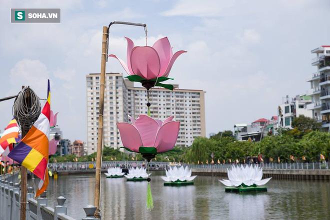 Sài Gòn rực rỡ mừng Đại lễ Phật Đản 2017 - Ảnh 17.