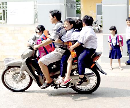 Hình ảnh người phụ nữ trên phố Hà Nội khiến cánh đàn ông tái mặt ái ngại - Ảnh 3.