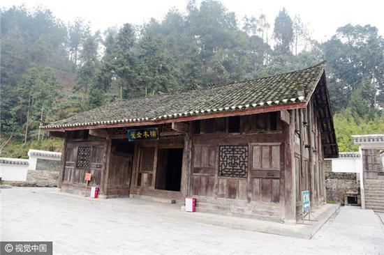 Chuẩn bị phá dỡ nhà tổ, cả gia đình ngỡ ngàng phát hiện kho báu 400 năm ẩn bên trong - Ảnh 4.