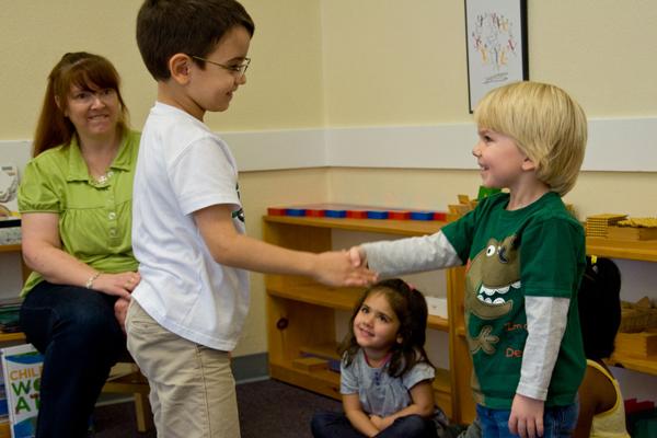Muốn con không bị thiệt thòi, 9 điều sau bố mẹ nhất định phải dạy khi trẻ lên 5 - Ảnh 4.