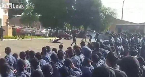 Giả trúng đạn, cảnh sát kỳ cựu bị xe chở phạm nhân cán chết ngay tại chỗ - Ảnh 4.