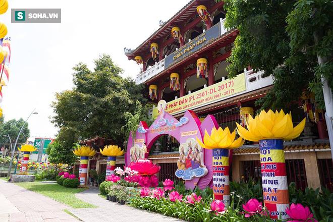 Sài Gòn rực rỡ mừng Đại lễ Phật Đản 2017 - Ảnh 6.