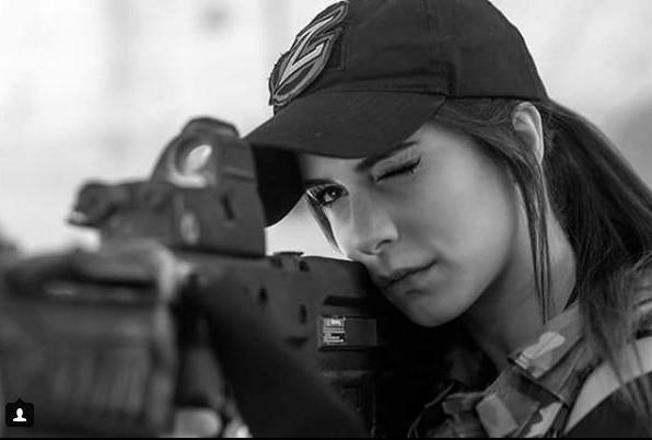 Vẻ sexy khó cưỡng bên cây súng của nữ binh sĩ Israel - Ảnh 7.