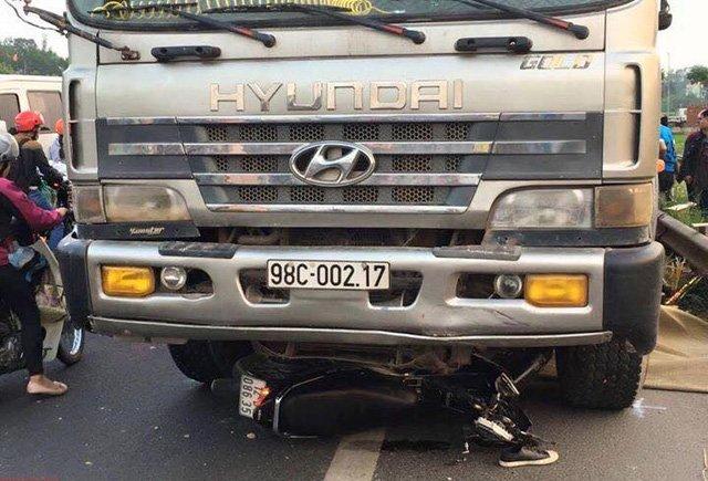 Thông tin mới nhất vụ xe tải chạy ngược chiều tông chết 2 anh em ruột - Ảnh 1.