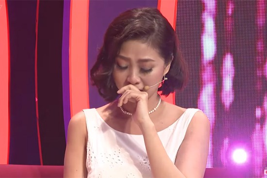 Nữ MC rơi nước mắt xin lỗi người yêu cũ trên sóng truyền hình dù bị phản bội - Ảnh 4.