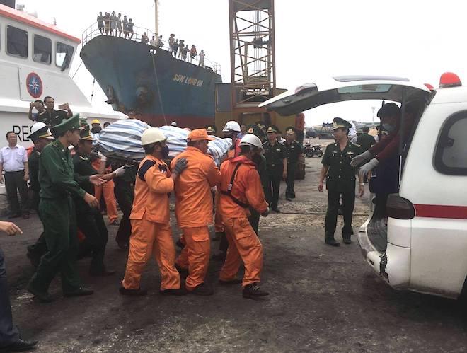 Phát hiện thi thể thuyền viên mắc kẹt trong tàu chìm dưới biển - Ảnh 3.