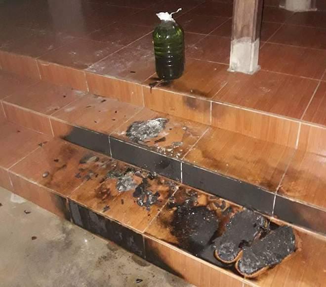 Nhà nguyên Bí thư Huyện ủy bị ném bom xăng trong đêm - Ảnh 2.