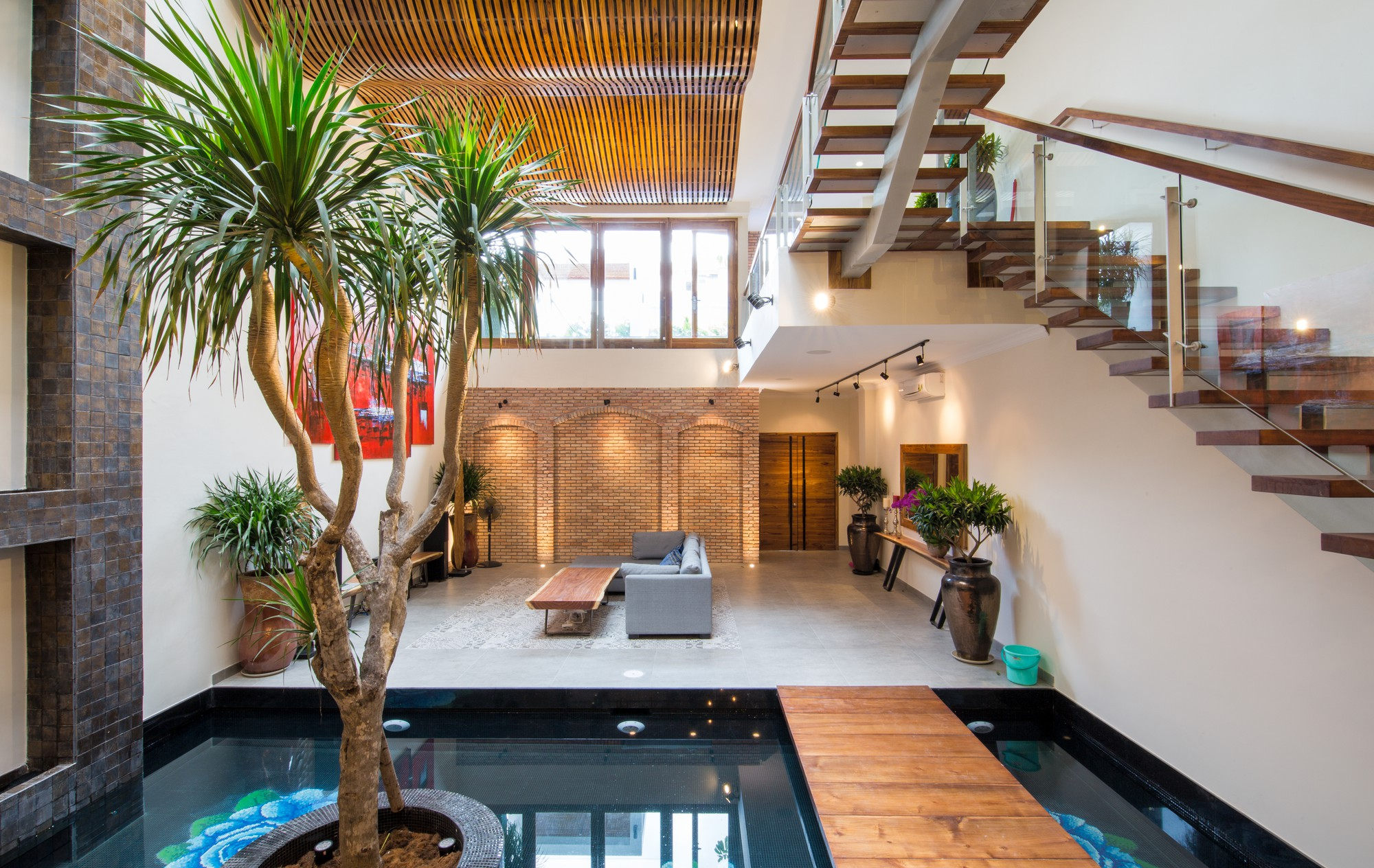 Kết quả hình ảnh cho các khách sạn sử dụng nội thất gỗ tự nhiên trên thế giới