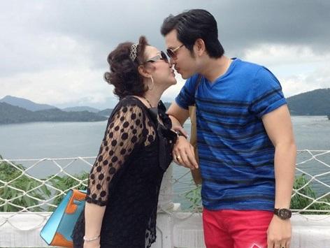 Giữa tin đồn chia tay, xem lại hình ảnh mặn nồng của Vũ Hoàng Việt với bạn gái tỷ phú U60 - Ảnh 7.