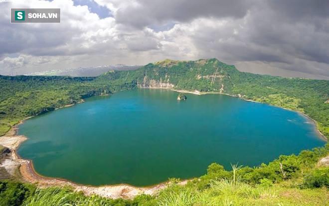 Gây nhiễu loạn từ trường: Đây là hồ nước bí ẩn bậc nhất thế giới, chưa ai giải mã được - Ảnh 1.