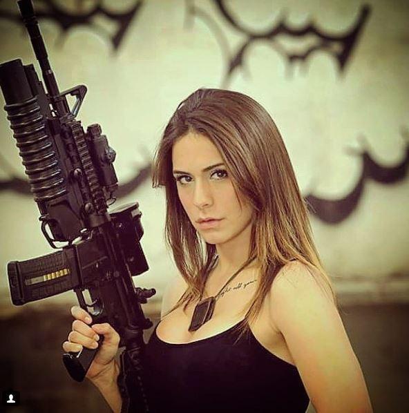 Vẻ sexy khó cưỡng bên cây súng của nữ binh sĩ Israel - Ảnh 4.