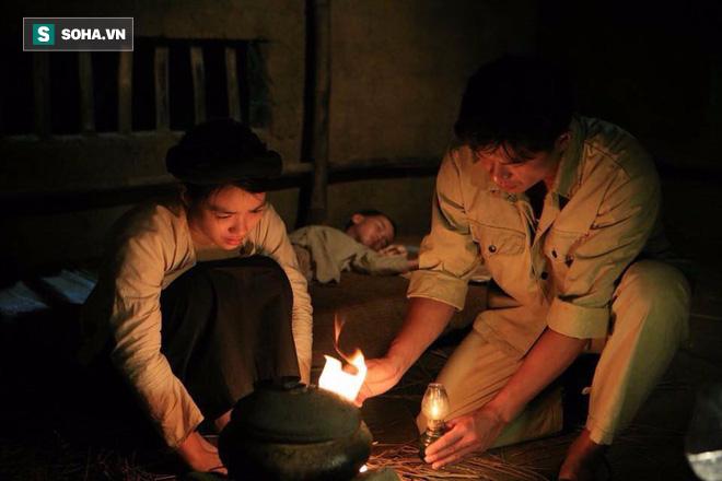 Nữ chính phim Việt gây tranh cãi: Lén dùng miếng dán ngực nhưng bị đạo diễn phát hiện - Ảnh 3.